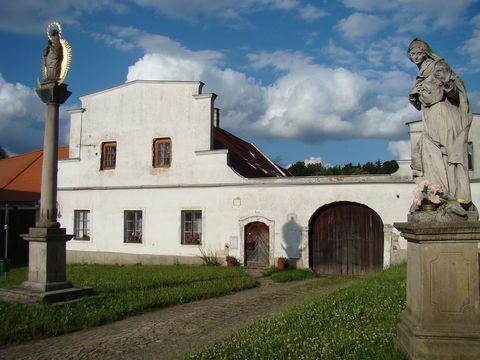 rodný dům kněží Polákových u kostela Matky Boží