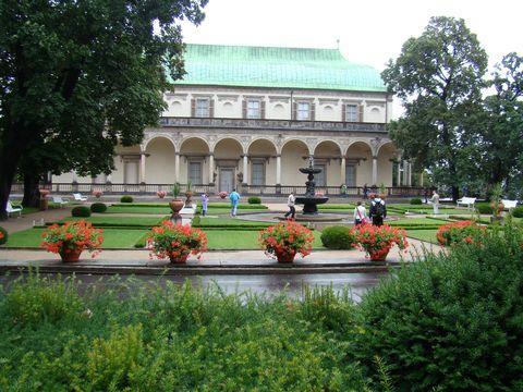 Letohrádek královny Anny z Královské zahrady