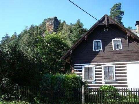 pohled z obce Klokočí na skály