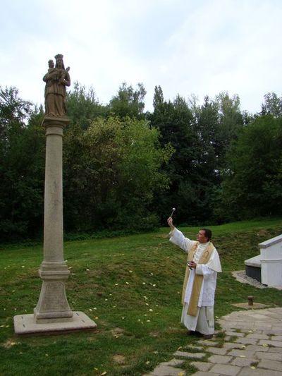 svěcení sochy