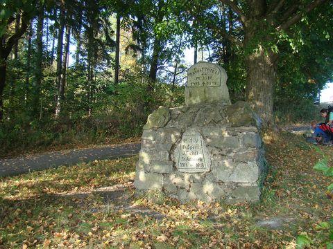 památník na návrší nad Kdyní