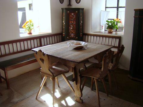 stůl v Kozinově statku je ze 16. století