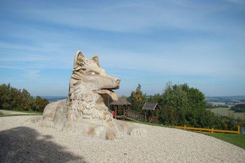 chodský pes před Chodskou chalupou je dílem Michala Olšiaka