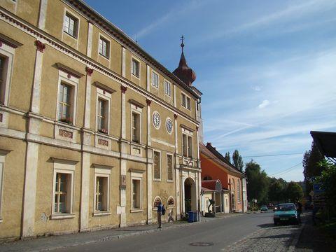 Trhanovský zámek