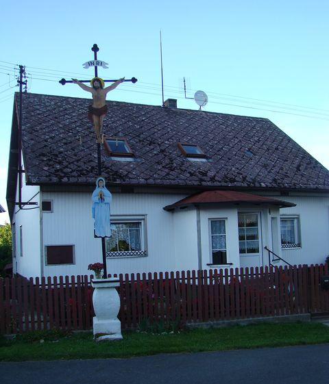 zelezný kříž z poslední tavby pece v Peci