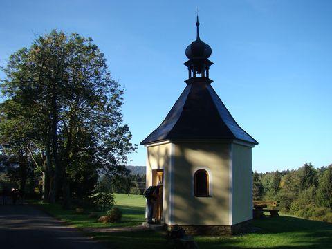 kaple v Caparticích