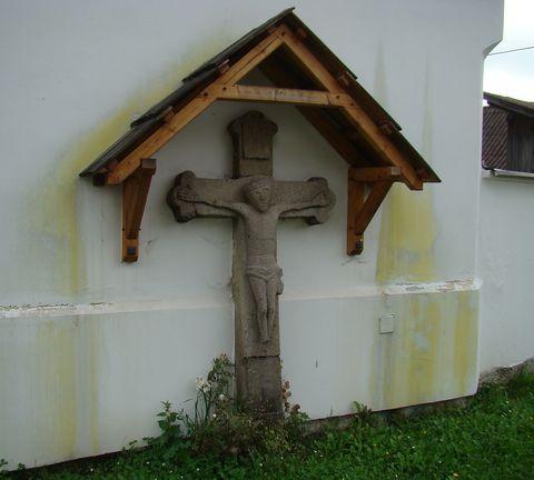 kříž v Hněvkovicích