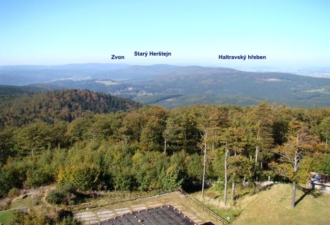výhled na hřebeny Českého lesa