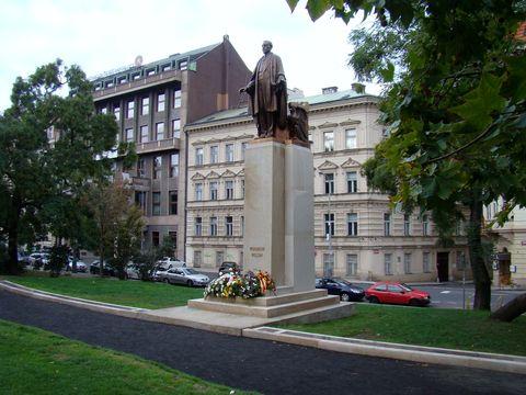 socha Woodrowa Wilsona v praze u nádraží