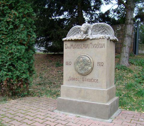 památníček v Dřevčicích