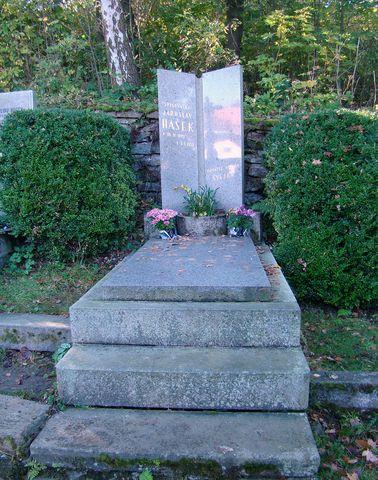 hrob Jaroslava Haška na lipnickém hřbitově