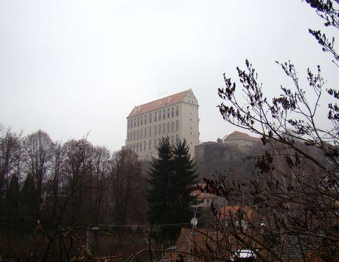 pohled na plumlovský zámek od Křenůvského potoka