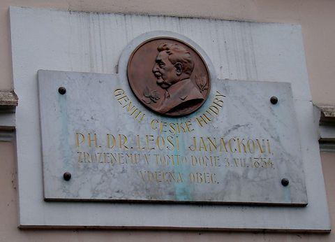 deska na domě, kde se narodil Leoš Janáček