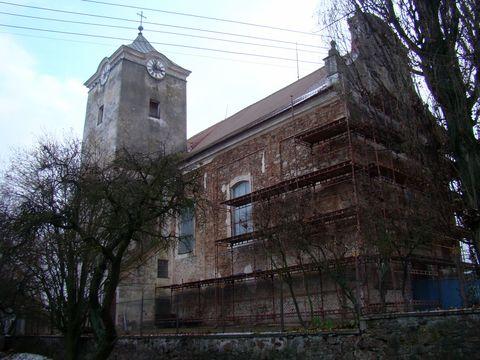 kostel Nanebevzetí P. Marie v Martínkově se začal v říjnu 2011 opravovat