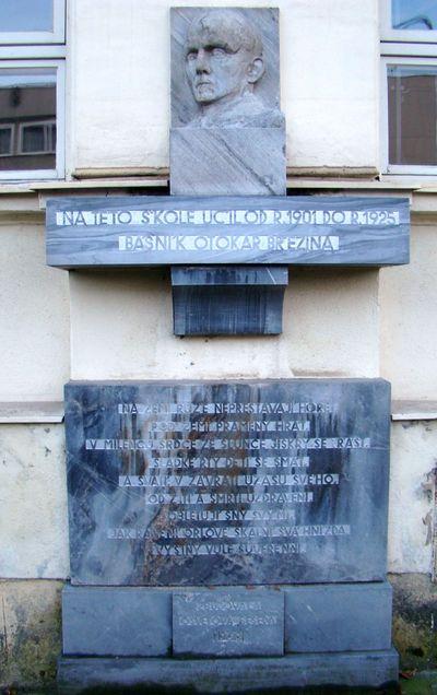 památník Otokara Březiny na škole v Jaroměřicích
