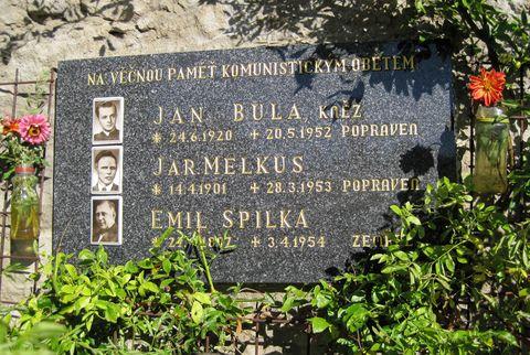 pamětní deska na kostele v Lukově