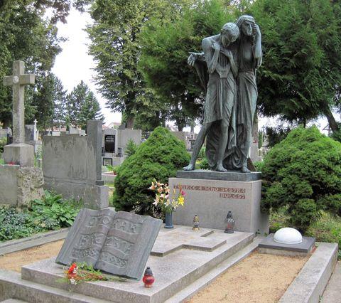 hrob Otokara Březiny na jaroměřickém hřbitově