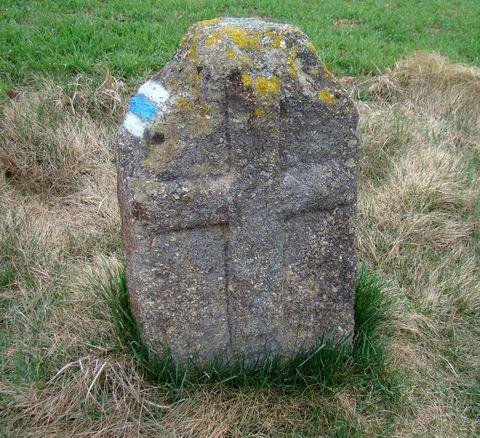 křížový kámen u polní cesty kousek od Kobylince