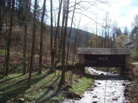 přes most vedla cesta z Pernštejna na Mansberk