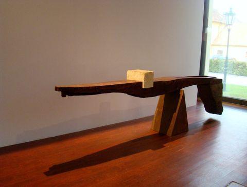 Balance I., 1992, dřevo, kámen, železo