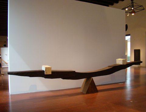 Balance III., 1992, dřevo, kámen, železo