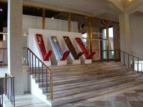 vstup do výstavního sálu Jízdárny Pražského hradu