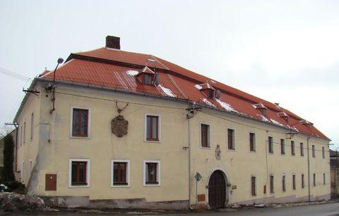 pozdně barokní zámek ve Stokách