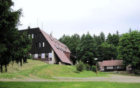 chaty na Čeřínku - velká z roku 1988, malá z roku 1913
