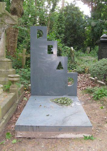 náhrobek podle Annina návrhu