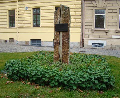 na tomto místě stávala do roku 1961 socha TGM
