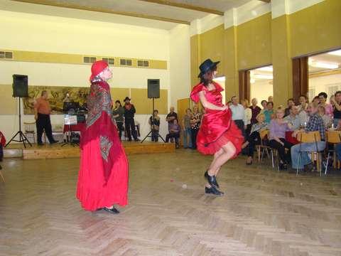tanečnice krásné a čiperné