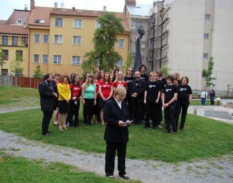 Olga Poukarová děkuje pozvaným za účast