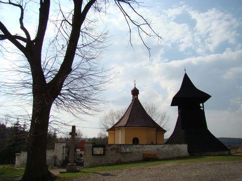 kostel ve Lhoticích