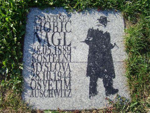pamětní deska malíři Náglovi v Telči na horním náměstí