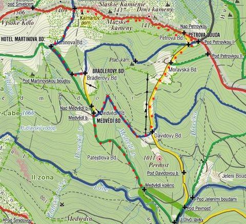 pěší túra přes Martinovku a hřeben na Petrovku a Moravskou boudu; z Medvědí boudy na Medvědí koleno 13.3.2011