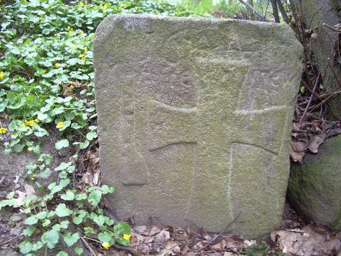 kámen v zámecké zahradě