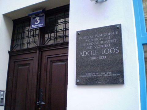 dům, kde bydlel Adolf Loos