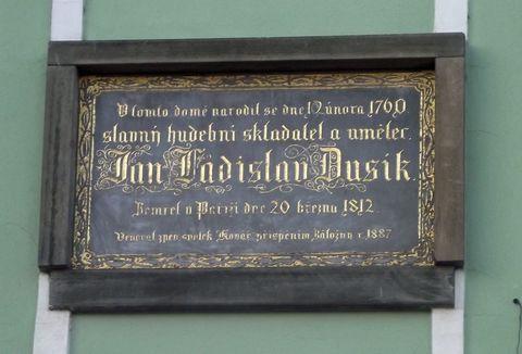 deska na rodném domě Jana Ladislava Dusíka