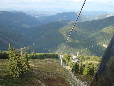 pohled na Vrátnou dolinu z kabiny lanovky