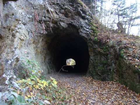 tunel ve skále pod Bredovým mlýnem