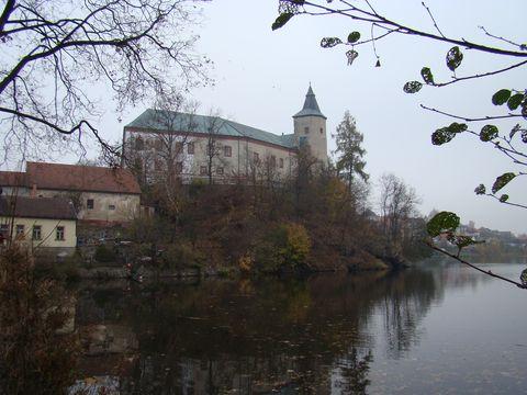 zámek v Zirovnici