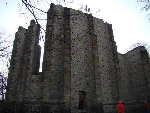 chrám, ač nedostavěný, vzbuzuje úctu; 21 m dlouhé knězistě, přes 20 m výska, sířka 9 m