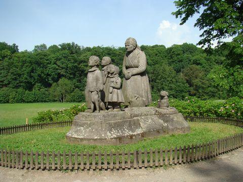 pomník v Babiččině údolí