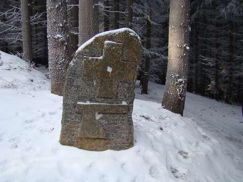 křízový kámen u cesty Kosov-Petrovice