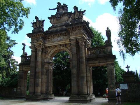 Gothard, hřbitovní portál