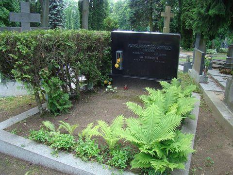 hrob prvního předsedy klubu