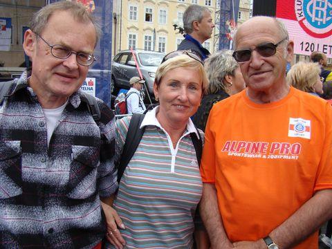 Dr.Stráský, předseda KČT, v pozadí Ing.Press, člen předsednictva