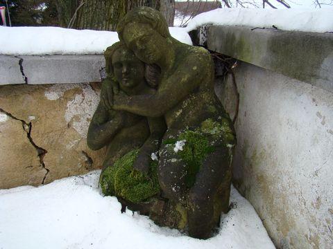 sousosí dětí na hřbitově ve Stokách