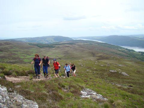 začátek výstupu-dole je Loch Ness