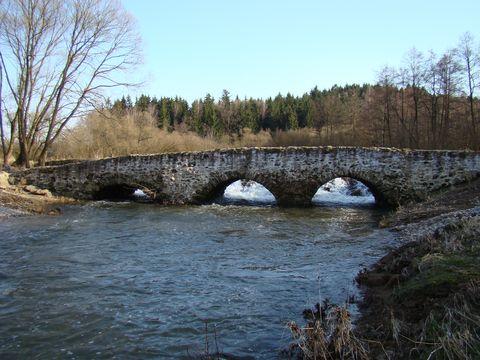 jeden z nejstarsích kamenných mostů u nás